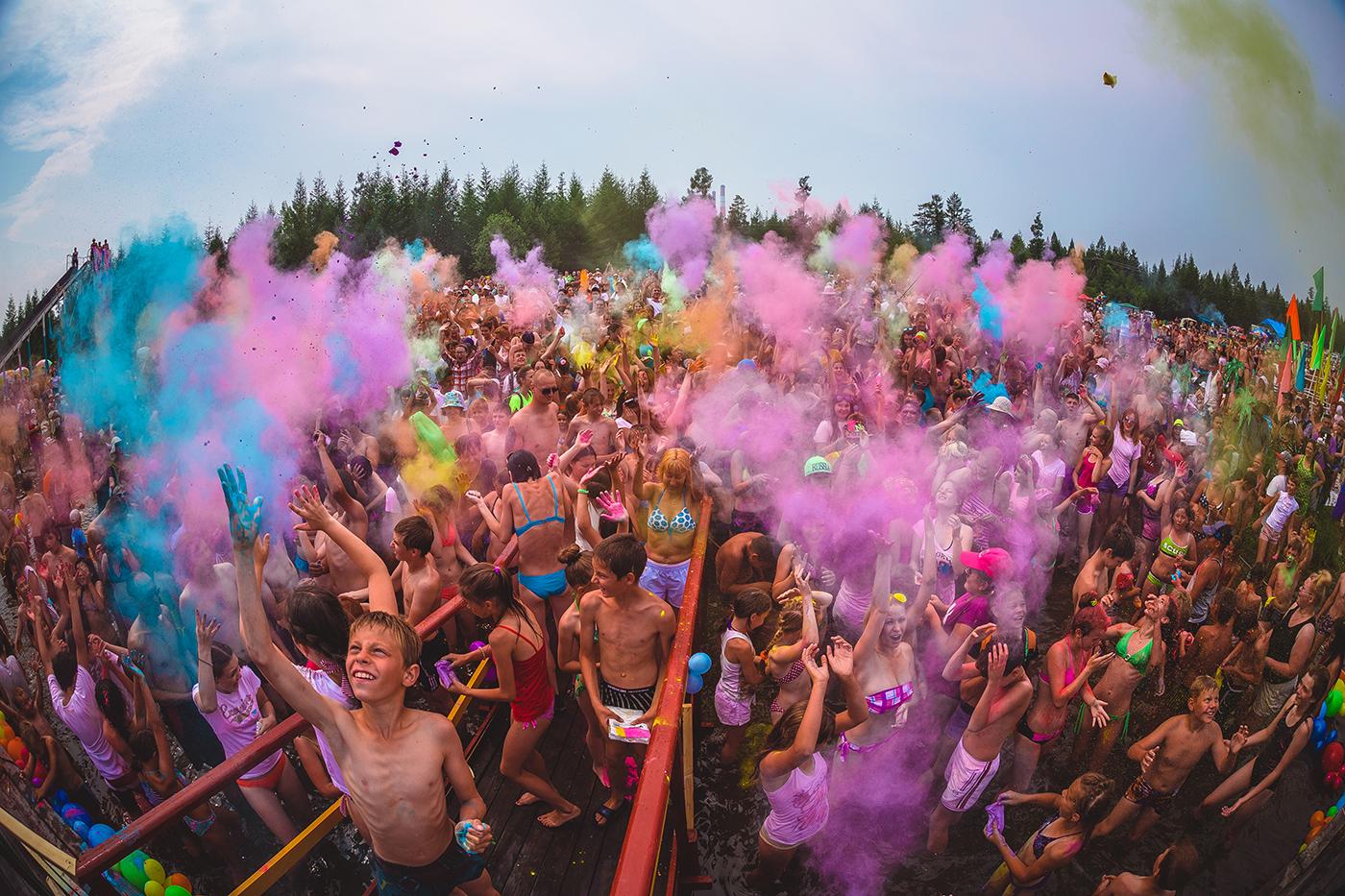 День Нептуна, фестиваль красок Холи
