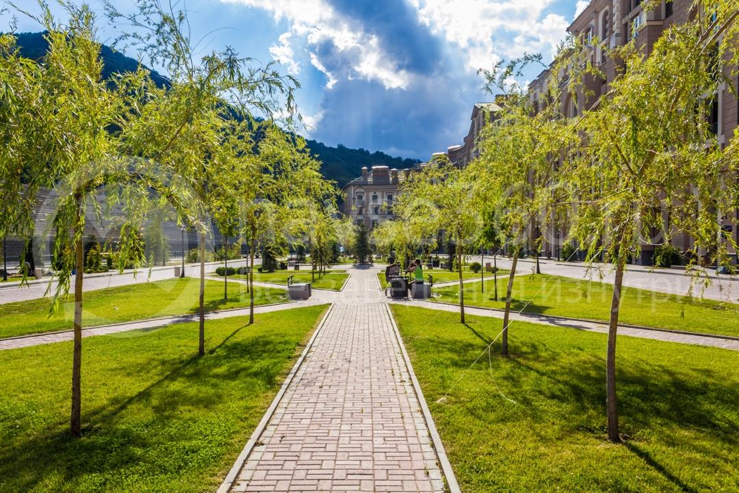 Центральная аллея апартаментов Горки Город