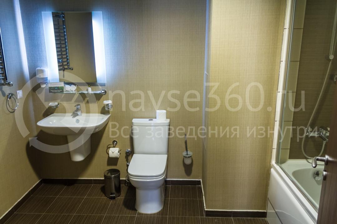 Ванная номера апартаментов Горки Город