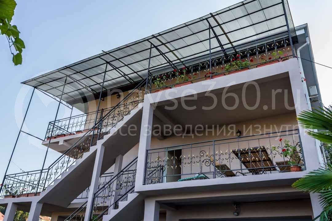 """Фасад гостиницы """"У Артура"""" в Сочи 3"""