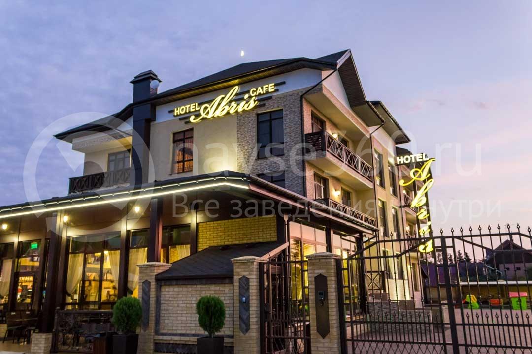 Фасад в гостинице Абрис в Сочи
