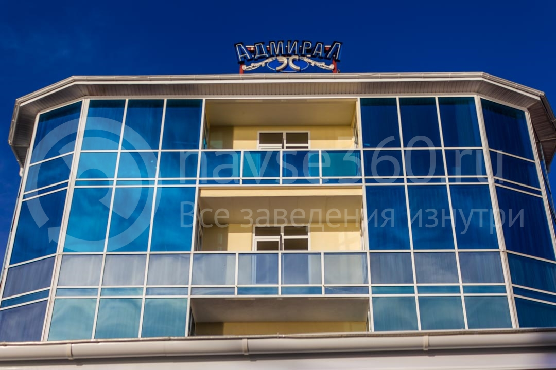 Фасад гостиницы Адмирал в Сочи