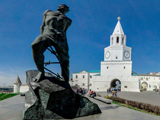 Памятники Казани - Памятник Мусе Джалилю - Спасская башня