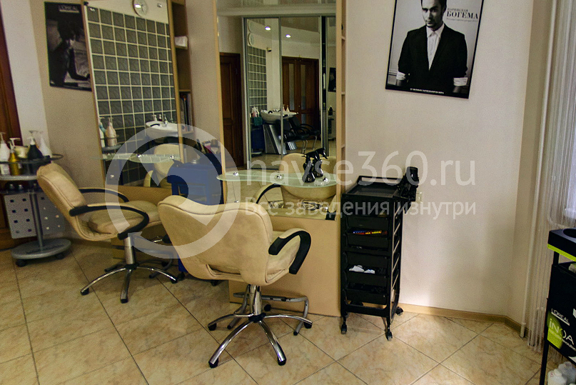Парикмахерский зал салона красоты