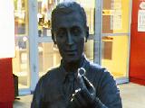 Памятник ювелиру