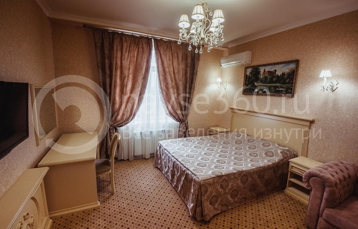 Резидент отель, номер 19