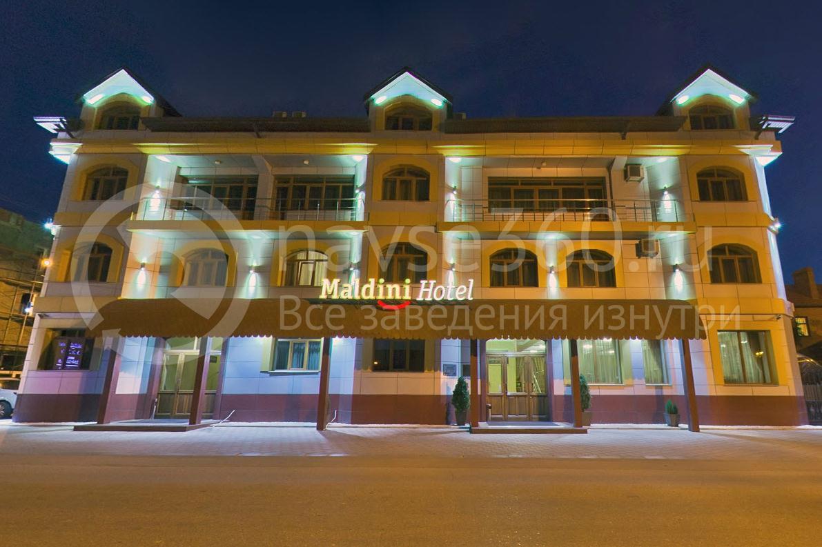 Гостиница Мальдини, Краснодар, фасад ночью