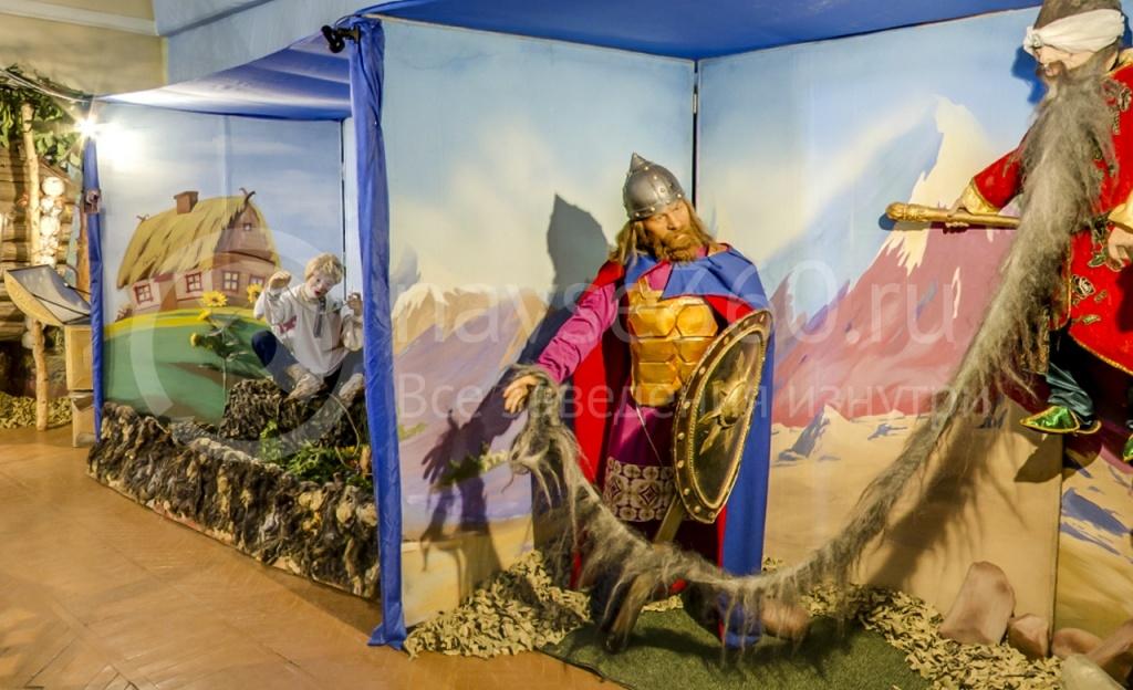Выставка восковых фигур, Лукоморье