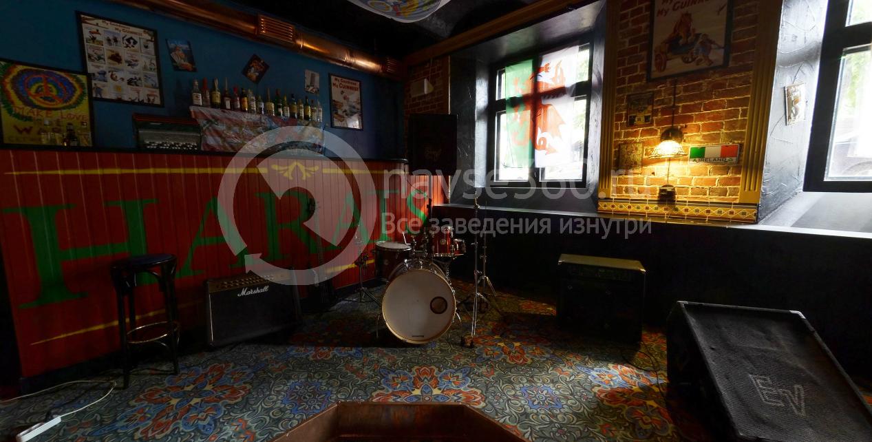 Harat's pub зал №1