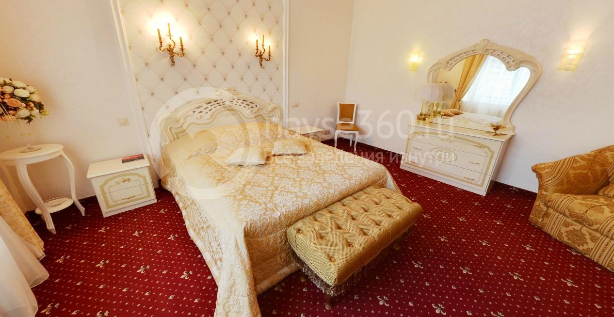 Спальня номера люкс гостиницы Премьер