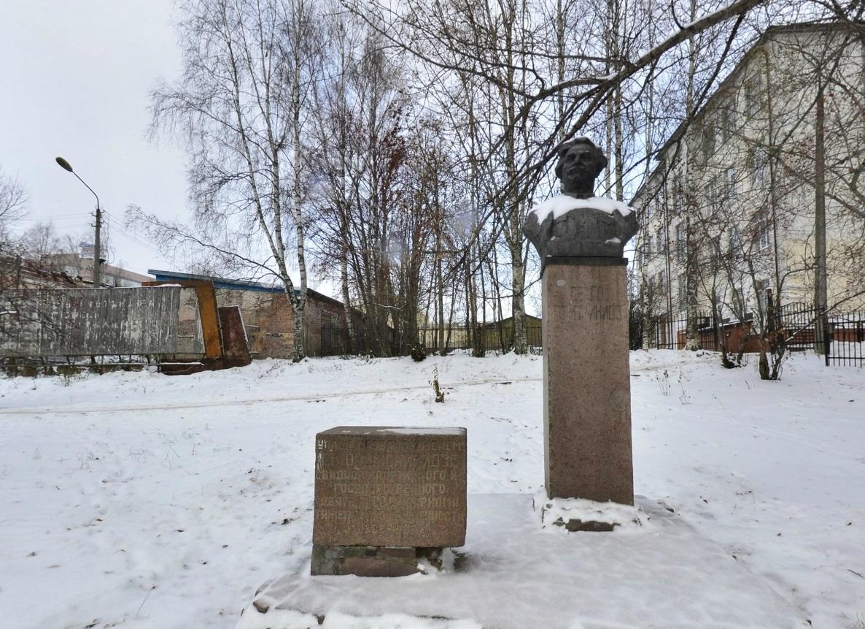 Памятник Г.К. Орджоникидзе