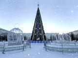 Площадь Азатлык, центральная елка
