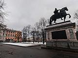 Монумент Петру l, Михайловский замок