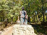 Скульптура «Мужичок с кувшином»